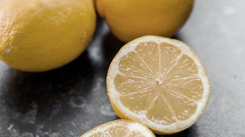 Detoxifiere lamaie, Apă cu suc de lămâie pentru hidratarea și detoxifierea organismului - BodyGeek