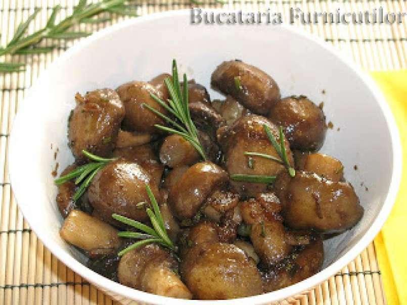 Ciuperci la tigaie cu usturoi