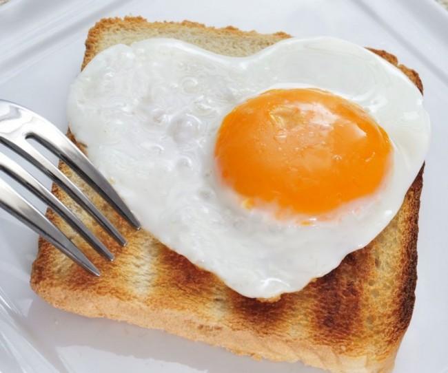 Se pot fierbe oua la cuptorul cu microunde ?